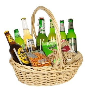 Bar In A Basket - Gourmet-Gift-Baskets on www.flowerstopetersburg.com