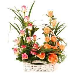 The Rose Garden Flower Basket - Designer-Bouquets on www.flowerstopetersburg.com
